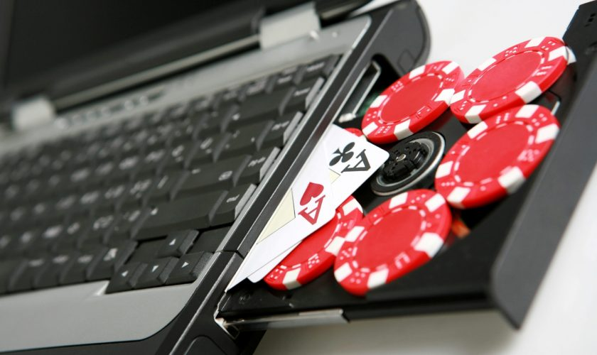 Resiko Ketika Bermain di Agen IDN Poker Online Palsu